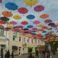 "Комунальники із ""Зеленбуд"" прикрасили Михайлівську кольоровими парасольками. ФОТОФАКТ"