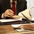 У Житомирі 38-річний адвокат ошукав жінку на квартиру та 11 тисяч за підроблені документи