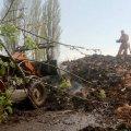 Працівники Бердичівського деревообробного підприємство гасили пожежу на тракторах. ФОТО