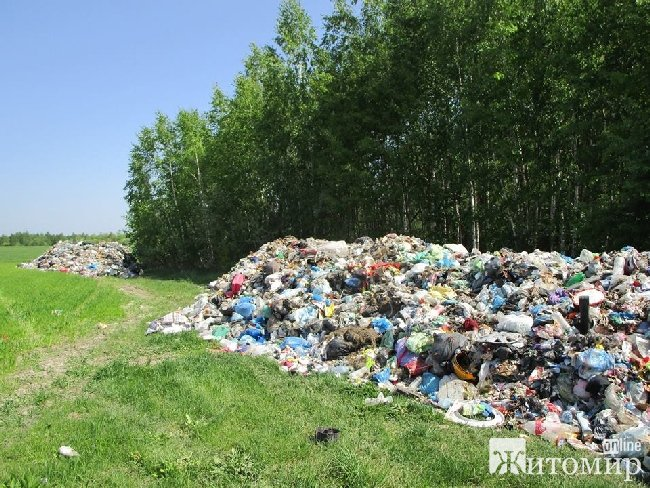 Подарунок до 1 травня: львівське сміття знову викинули на Житомирщині