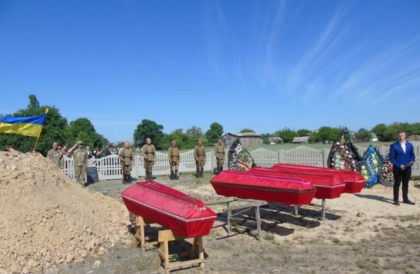 У Малині на кладовищі поховали останки 31 загиблого солдата ІІ світової війни
