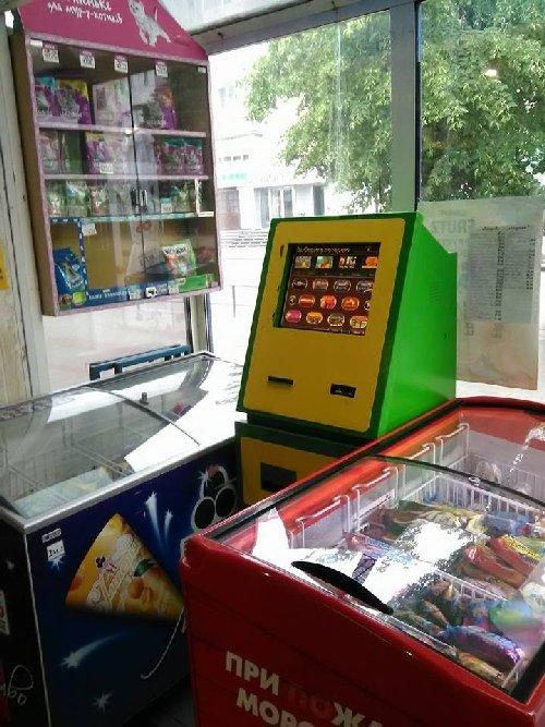 """Гральні автомати і дитяче морозиво: соцмережу обурили світлини з """"Дитячого світу"""" в Житомирі. ФОТО"""