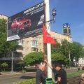 У центрі Житомира прихильники Компартії готуються до першотравневого мітингу