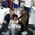 У Житомирі  в одному з відділів житомирського ТРЦ «Глобал UA» дівчина-медик врятувала хлопця, який того ж дня пізніше помер на зупинці. ФОТО