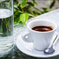 Кава і вода: чому перше важливо запивати другим