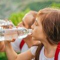 Запивати їжу чи ні? Уляна Супрун дає поради дорослим і дітям