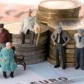 Держава не допоможе: українців попередили про серйозну проблему з пенсіями