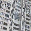 У Житомирі 2-річна донька зачинила матір на балконі