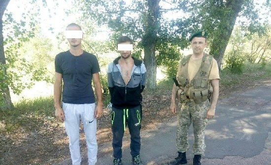 Житомирські прикордонники затримали двох київських сталкерів у забрудненій зоні. ФОТО