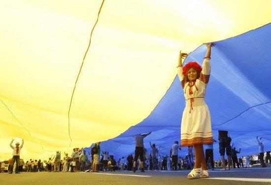 Патріотична хода, виставки, лекторіуми: як цьогоріч у Житомирі пройде День Конституції