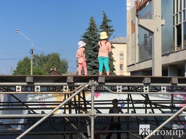 На Михайлівській у Житомирі чекає небезпека. ФОТО