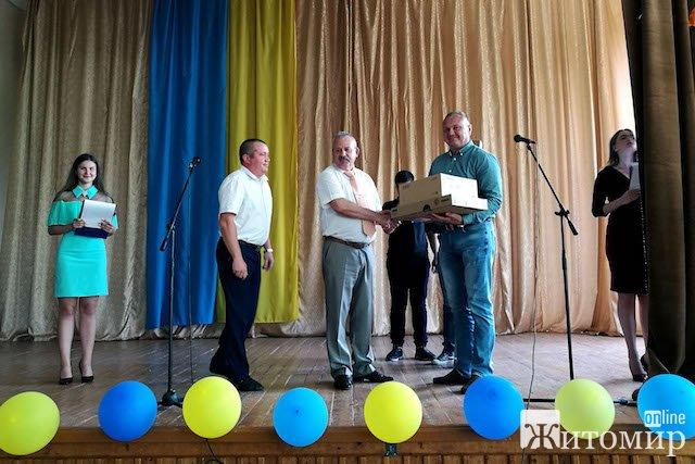 Віктор Развадовський привітав випускників Житомирського торгівельно-економічного коледжу КНТЕУ. ФОТО