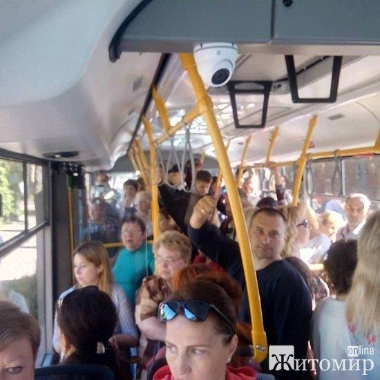 Щоденно нові автобуси перевозять до 6 тис. людей, – Ткачук