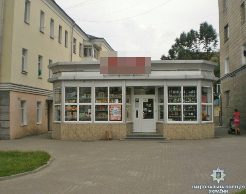 У Новограді-Волинському затримано чоловіка, який намагався винести касу з нічного магазина