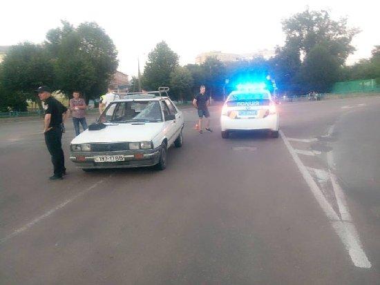 У Житомирі на майдані Короленка легковик наїхав на велосипедиста. ФОТО