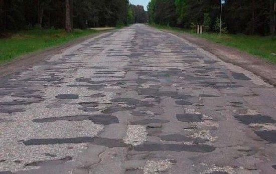 Втомлені бездіяльністю: у міськраді зареєстрували петицію про контроль за якістю доріг