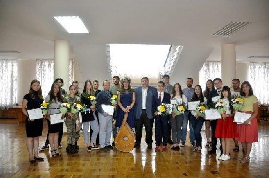 Ігор Гундич вручив 20 найталановитішим дітям області іменні стипендії