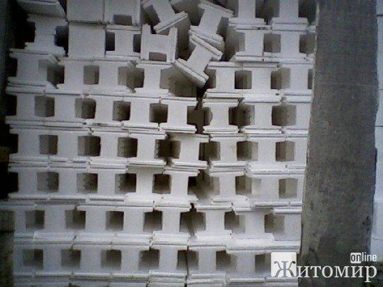 """""""Як такий будинок може бути придбаним для дітей?"""" – очевидці будівництва дитбудинку сімейного типу в Тетерівській ОТГ"""