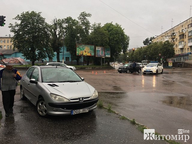 Поліція охорони спричинила аварію двох авто в Житомирі. ФОТО