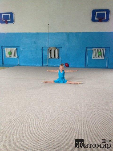В Житомире состоялись первые соревнования по художественной гимнастике. ФОТО