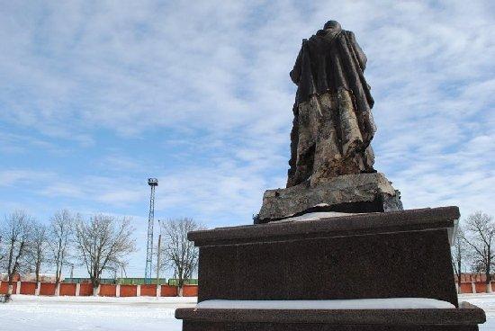 У Коростені розшукали вандалів, які пошкодили пам'ятник невідомому солдату