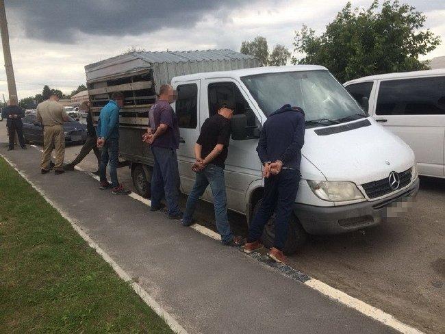 На Житомирщині затримали банду рекетирів, які чинили фізичний і психологічний тиск на підприємців. ФОТО