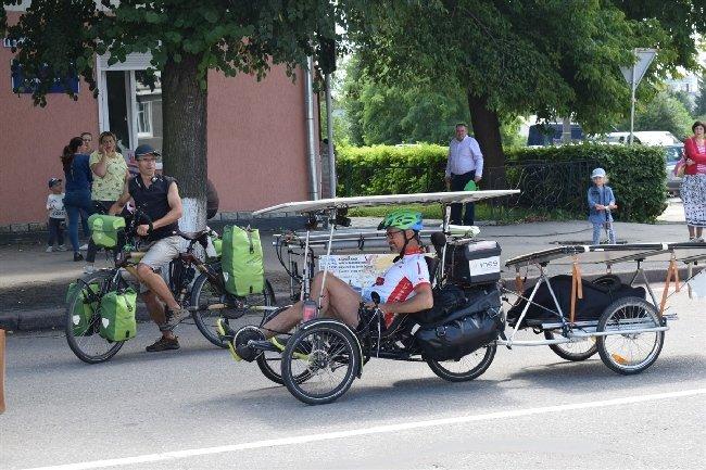 Житомирщиною подорожують французи-мандрівники на власних еко-велосипедах. ФОТО