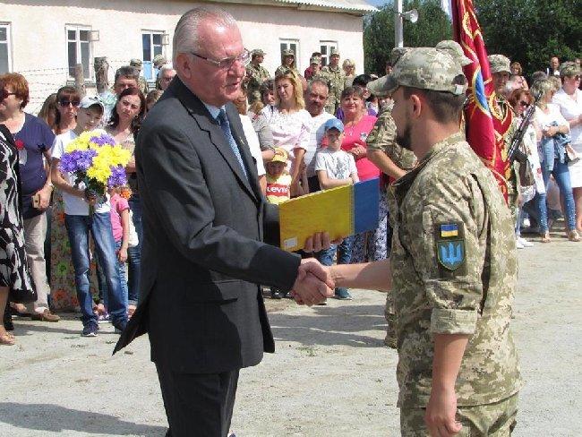 У Новоград-Волинському з урочистостями зустріли своїх військових 30-ї окремої механізованої бригади. ФОТО