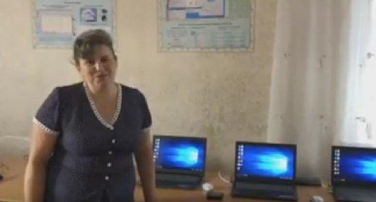 Директорка школи на Черняхівщині тепер дякує депутату за ще не придбані ноутбуки