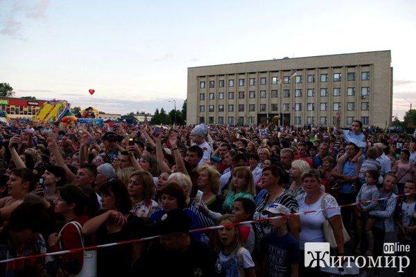 Оля Полякова виправдала очікування романівчан та гостей райцентру Житомирщини. ФОТОРЕПОРТАЖ. ВІДЕО.