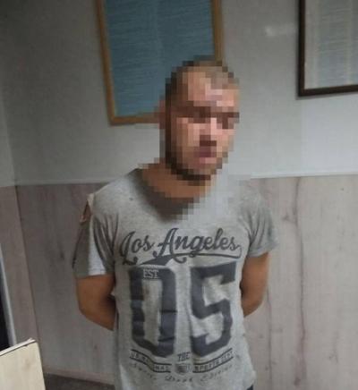 Патрульні затримали осіб, які на проспекті Миру в Житомирі вкрали з магазину товар та побили чоловіка