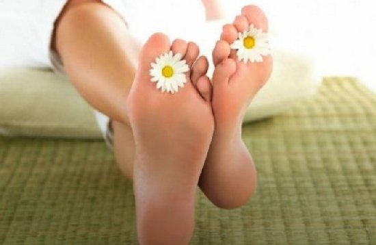 Як позбутися неприємного запаху ніг влітку. 7 корисних порад