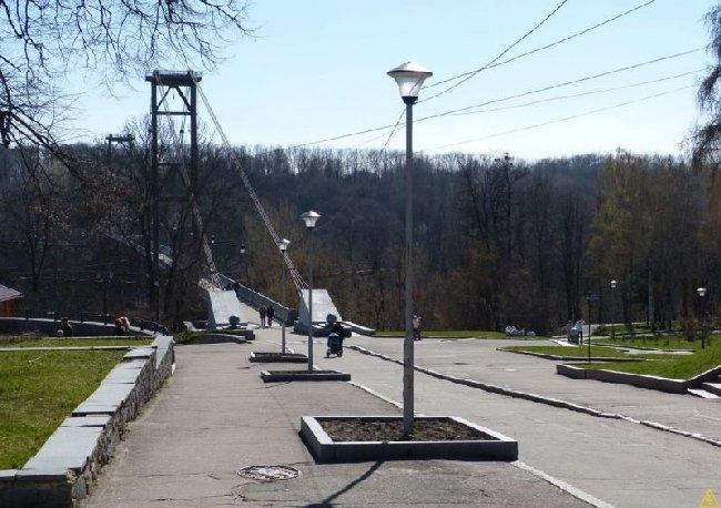 У Житомирі в парку Гагаріна водій квадроцикла збив 16-річного підлітка й утік