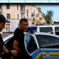 У Бердичеві п'яний чоловік погрожував спалити авто через жовто-блакитну наліпку. ФОТО