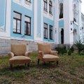 У музей старовинного інструменту передали два крісла відомого українського художника Канцерова