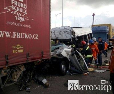 """Водитель фуры смертельного ДТП под Житомиром: """"Понял, что произошло, только когда вышел из машины"""" ФОТО"""