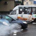 Дощ, парасольки і річки на дорогах: Житомир залило. Фоторепортаж