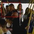 У Житомирі пасажир комунального автобусу виніс із собою вогнегасник. ФОТО