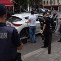 На Житомирщині чоловік відкрив вогонь по автомобілю, в якому сиділа пасажирка