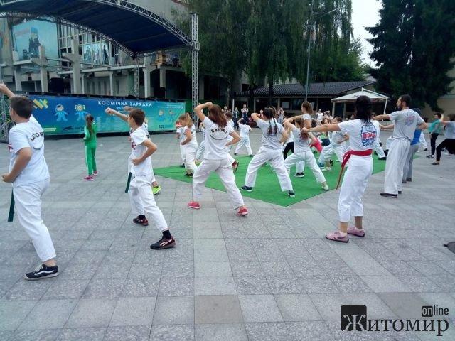 У Житомирі під час «Космічної зарядки» було проведено 16 вуличних спортивних занять, які об'єднали близько 700 учасників