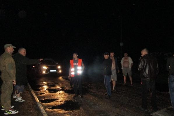 У селі Житомирської області люди перекривали дорогу вантажівці з зерном