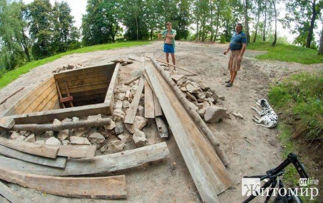 Археологи знайшли тисячолітній колодязь в Олевську