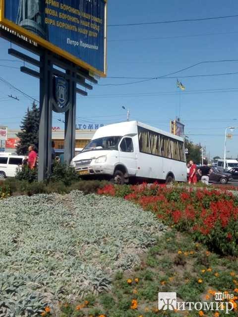 Стали відомі подробиці ДТП біля автовокзалу в Житомирі, коли у маршрутки відмовили гальма
