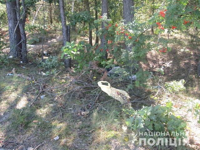 В Житомире таксист обнаружил возле кладбища окровавленного мертвого мужчину. ФОТО