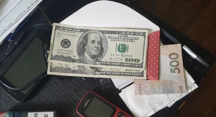 Житомирянка, підозрювана у незаконному зберіганні наркотиків, хотіла за 200 доларів «відкупитись» від слідчих