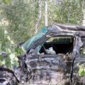 На Житомирщині «Volkswagen Golf» врізався у дерево - травми отримали жінка-водій та її 14-річний син