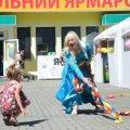Шкільний ярмарок відкрився на вулиці Івана Кочерги у Житомирі: аніматори, намети та подарунки
