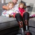 Суперпапа: безрукий и безногий британец самостоятельно заботится о двухлетних дочерях