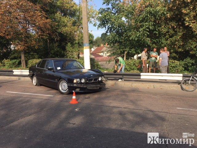 На Чуднівському мосту у Житомирі сталася аварія. ФОТО
