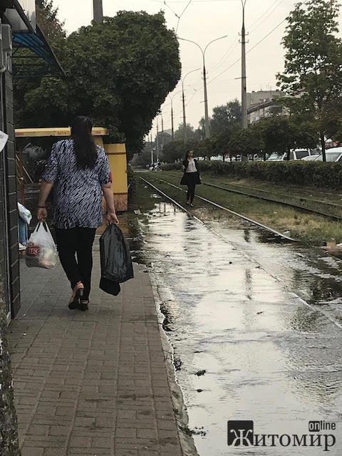 Мешканці вулиць Лятошинського та Небесної Сотні продовжують сидіти без води